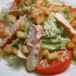 Салат цезарь с куриной грудкой - рецепт