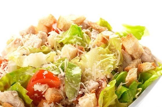 Салат цезарь с чесночным майонезом — рецепт