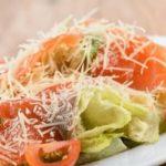 Салат цезарь с семгой - рецепт приготовления