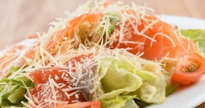 Салат цезарь с семгой — рецепт приготовления