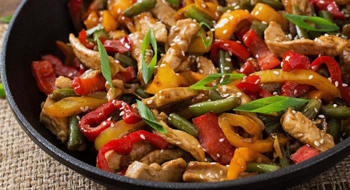 Салат с куриной грудкой и болгарским перцем