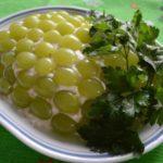 Куриный салат с виноградом рецепт